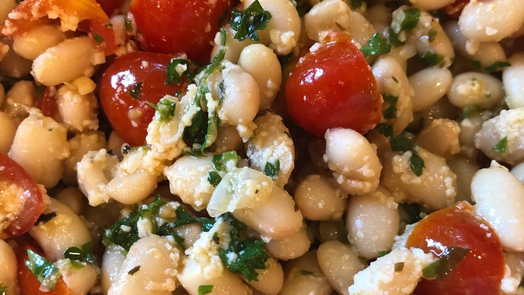 Quick white beans, tomatoes, parmesan & parsley